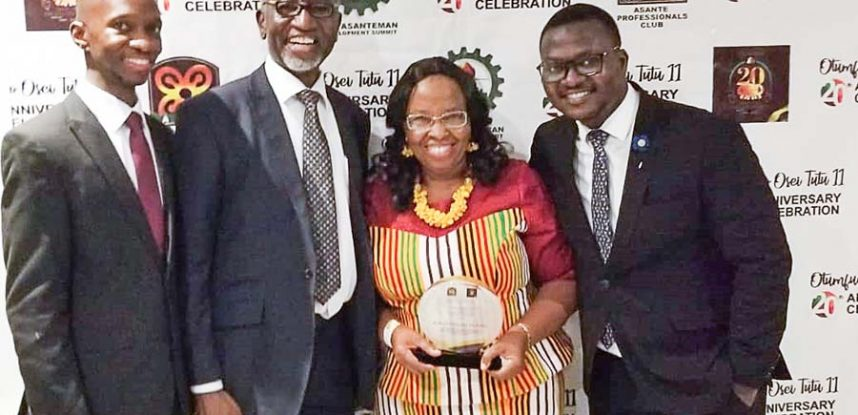 PRINCIPAL OF JACKSON COLLEGE OF EDUCATION IS HONOURED BY ASANTEMAN